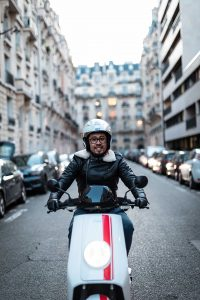 Saúl driving his NIU NQi electric scooter in Paris