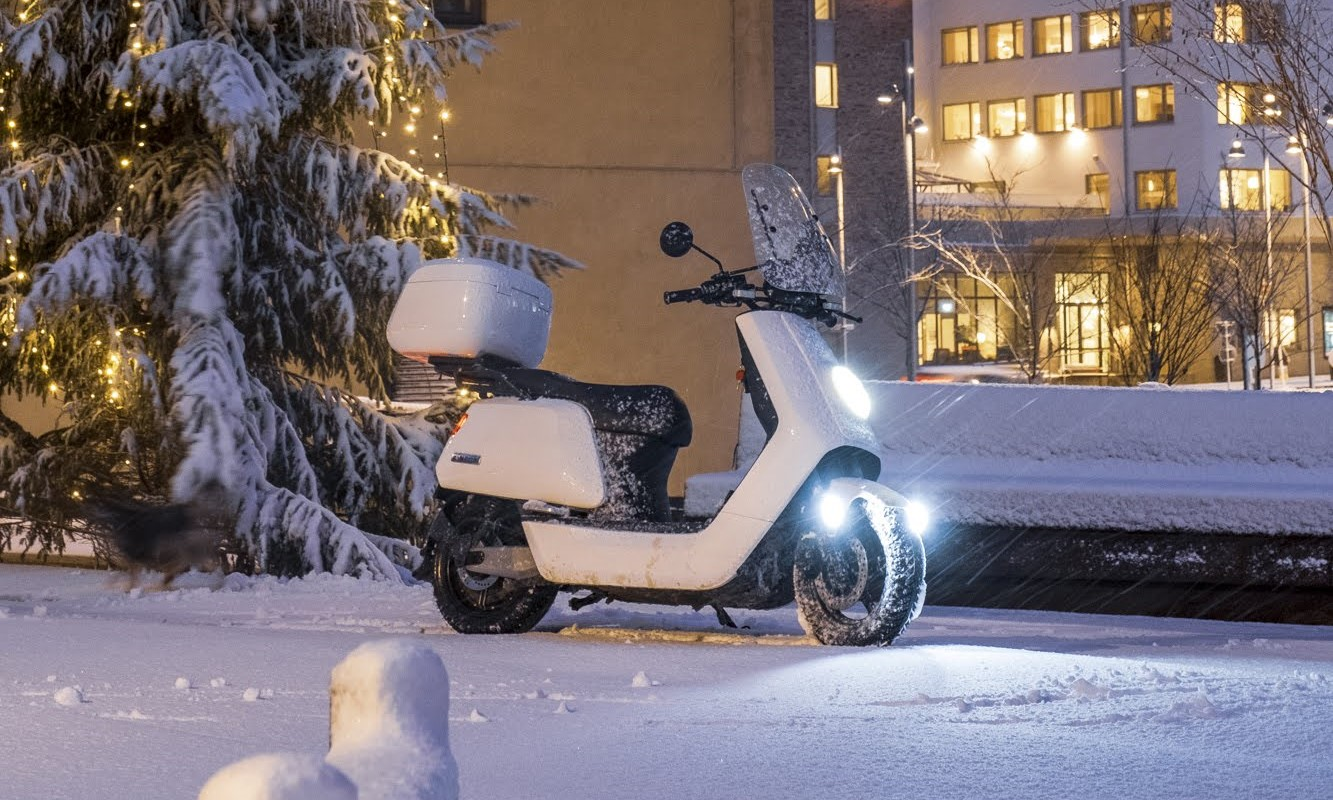 NIU Scooter in winter snow