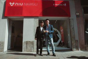 De opening wordt gevierd door NIU Flagship Milaan