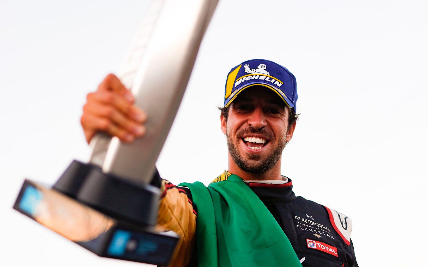 Antonio Felix da Costa pronkt met een trofee