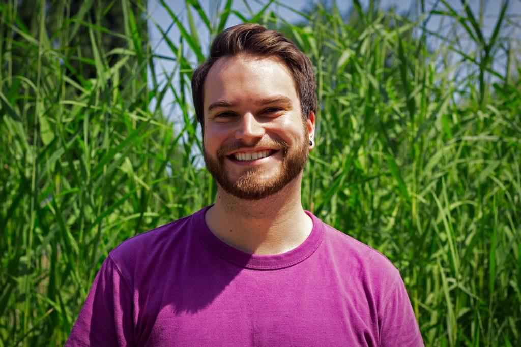 Bryce près des buissons